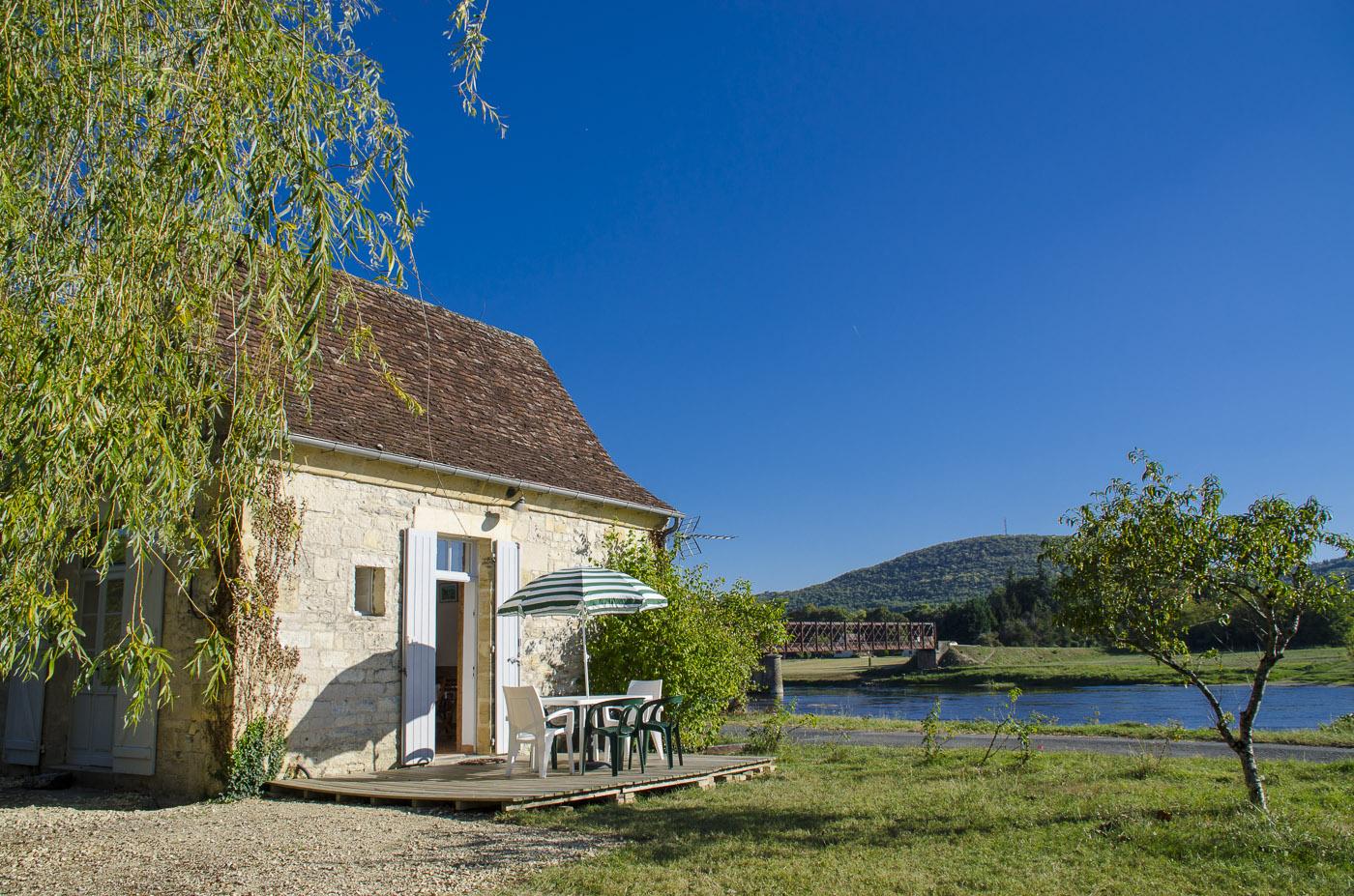"""Location de gite en Périgord au bord de la Dordogne """"La Maison du Passeur"""""""