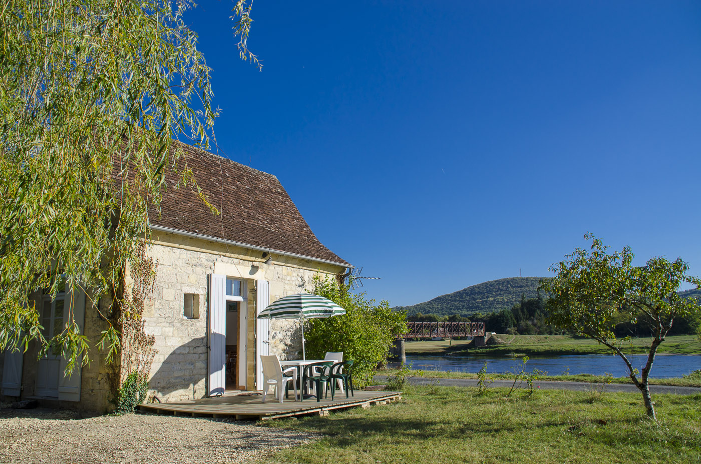 Cotage rental in Perigord facing the river Dordogne