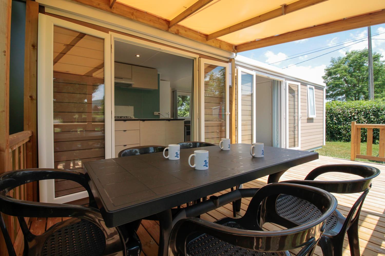 mobilhome avec terrasse semi-couverte camping Dordogne