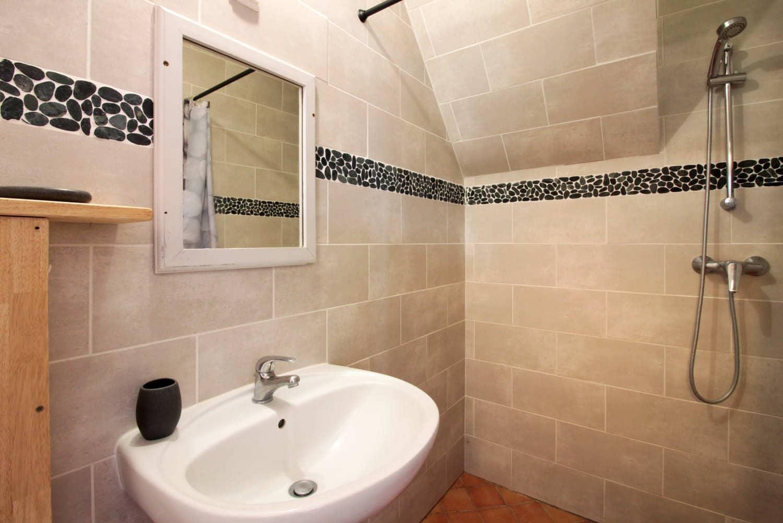 salle de bain gîte en dordogne périgord